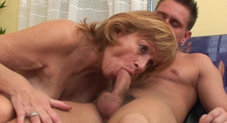 oma sex buiten diep in haar kut